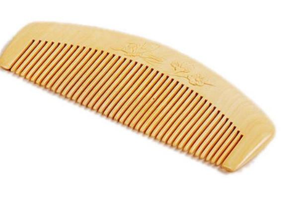 黄杨木梳和檀木梳哪个好 黄杨木梳子怎么清洗