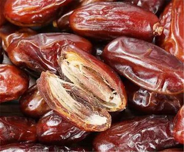 黑椰枣和黄椰枣哪个更好 椰枣的种类哪个好吃