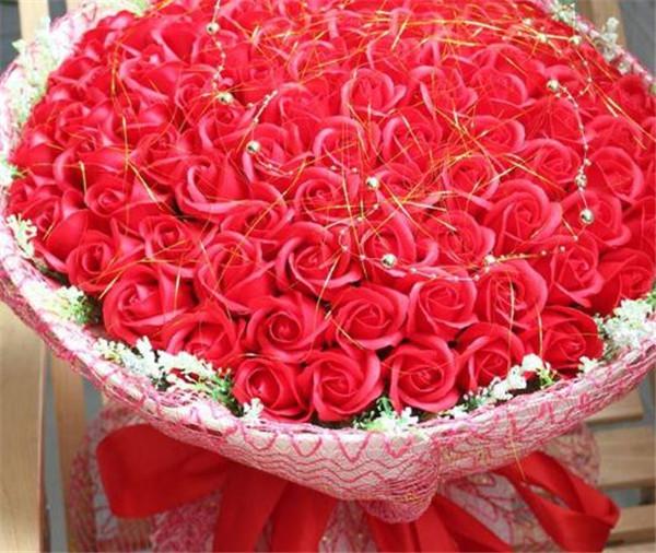 1到99朵玫瑰的含义 99朵玫瑰花多少钱一束