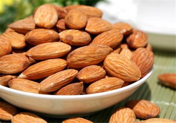 大杏仁的热量高不高 大杏仁吃多了会中毒吗