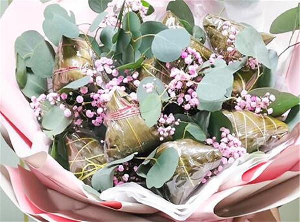 给老师买鲜花买什么好 送老师花篮好还是花束好